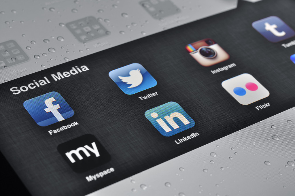 Social Media Applications on Ipad